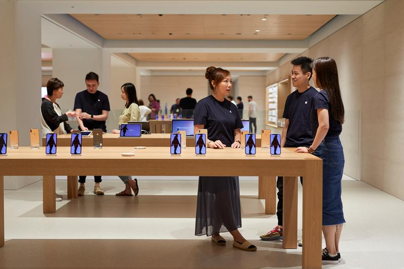 Apple Opens Largest Japan Store in Tokyo Marunouchi business district shop architecture design foster partners