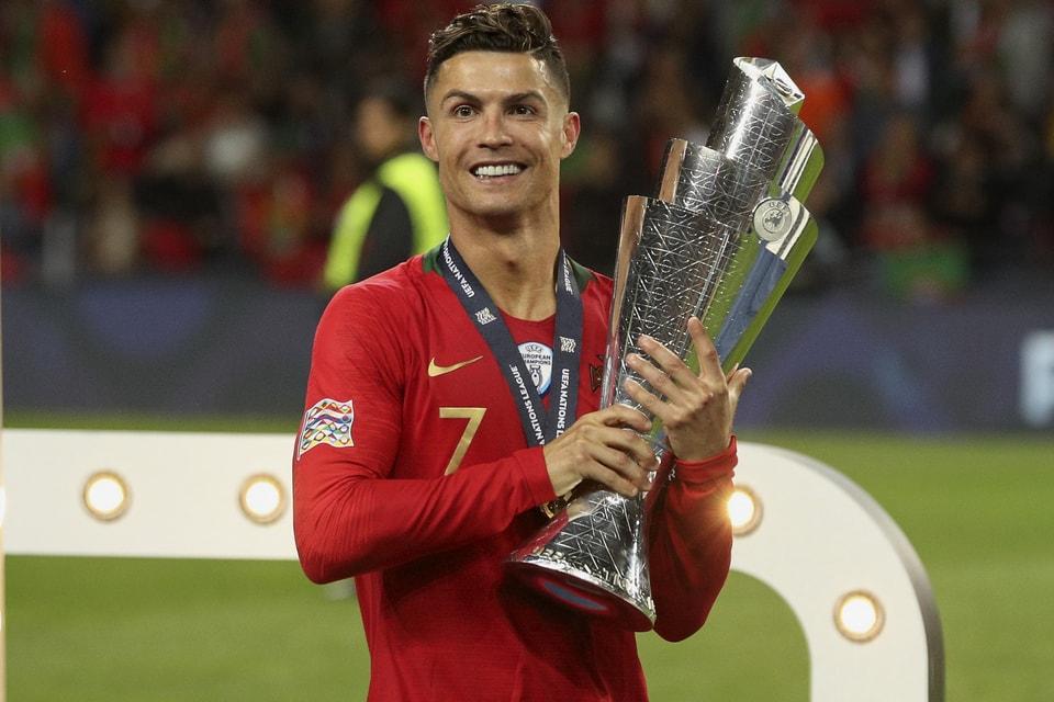 Descomponer Preferencia Es  Cristiano Ronaldo's €162M EUR Nike Contract Details | HYPEBEAST