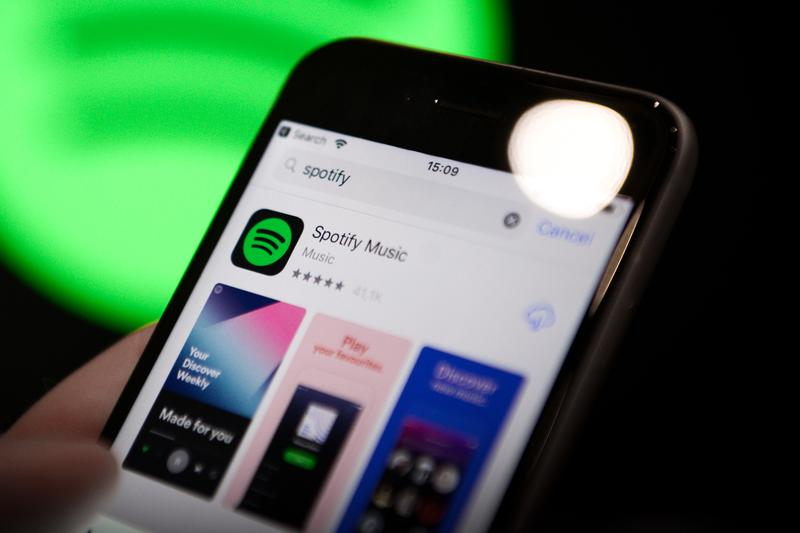 Spotify Gets Siri Support in Apple iOS 13 Update voice control AI assistant music play songs tracks airpods apple watch feature hands free