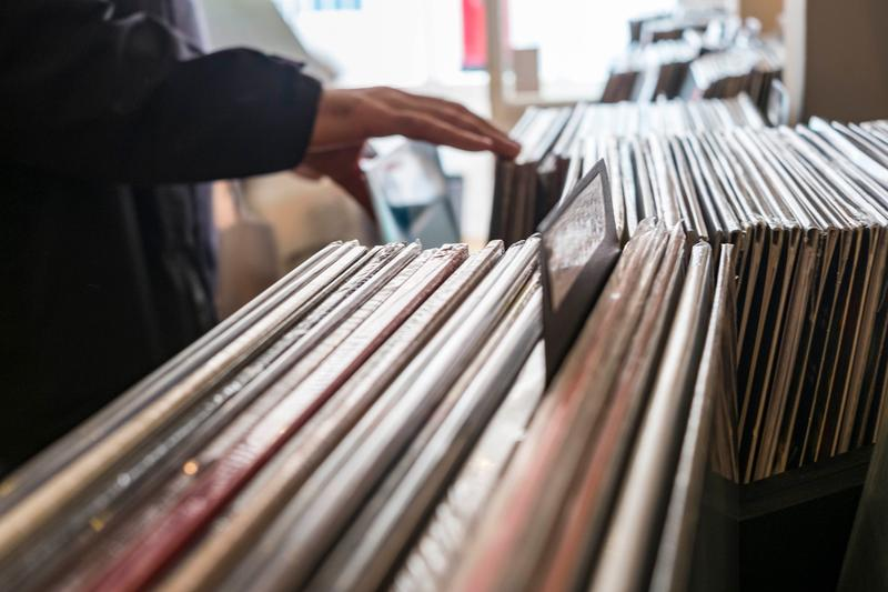 Vinyl Slated to Outsell CDs First Time 30 Years