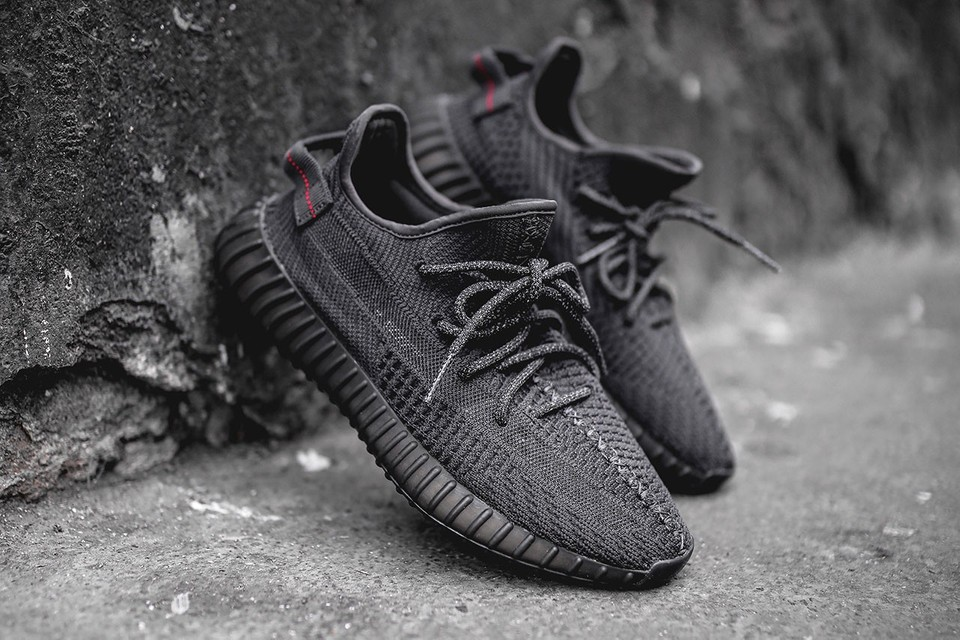 "YEEZY BOOST 350 V2 ""Black"" Rumored to Rerelease on Black Friday"