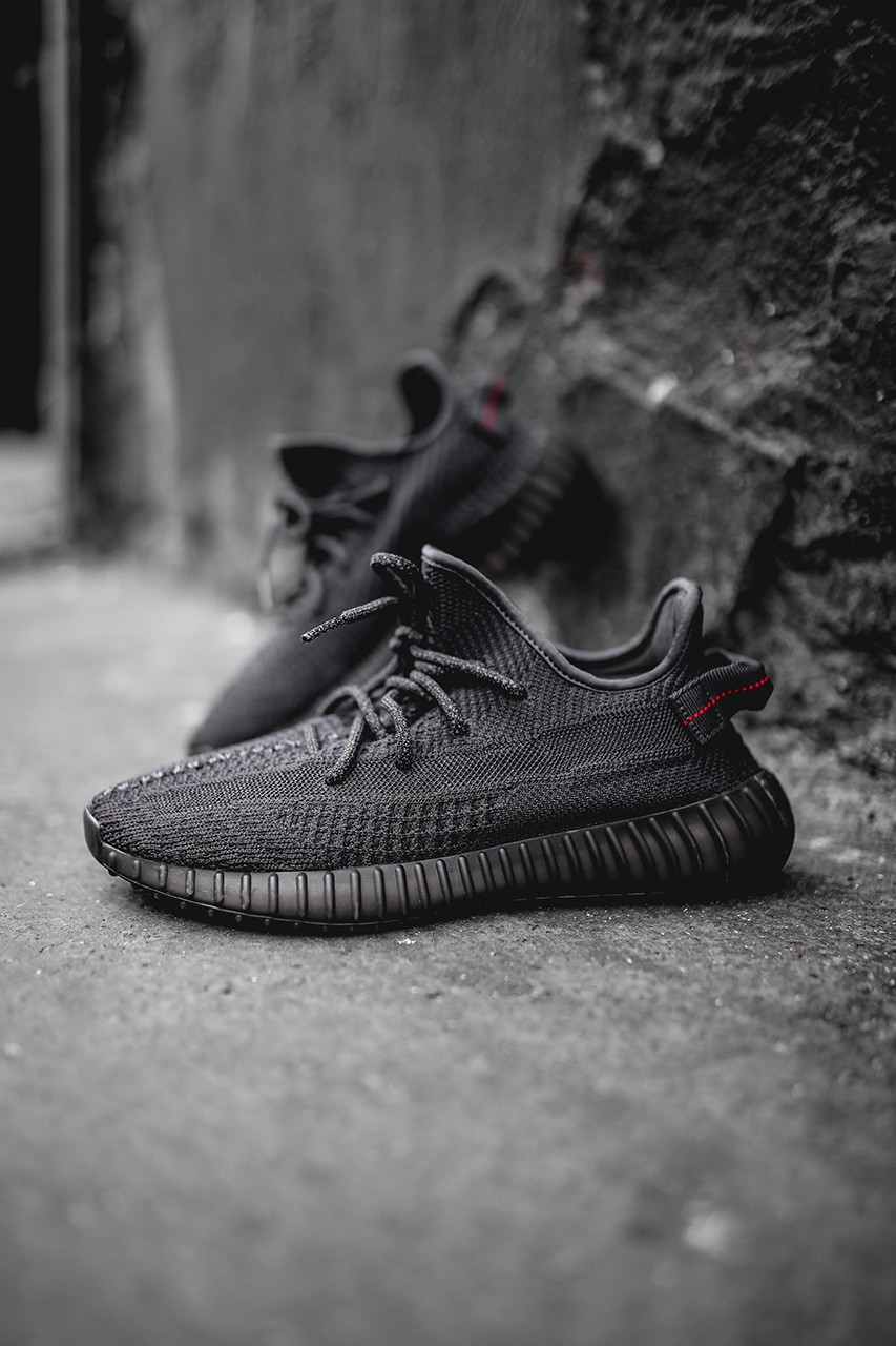 yeezys boost 350 v2 black