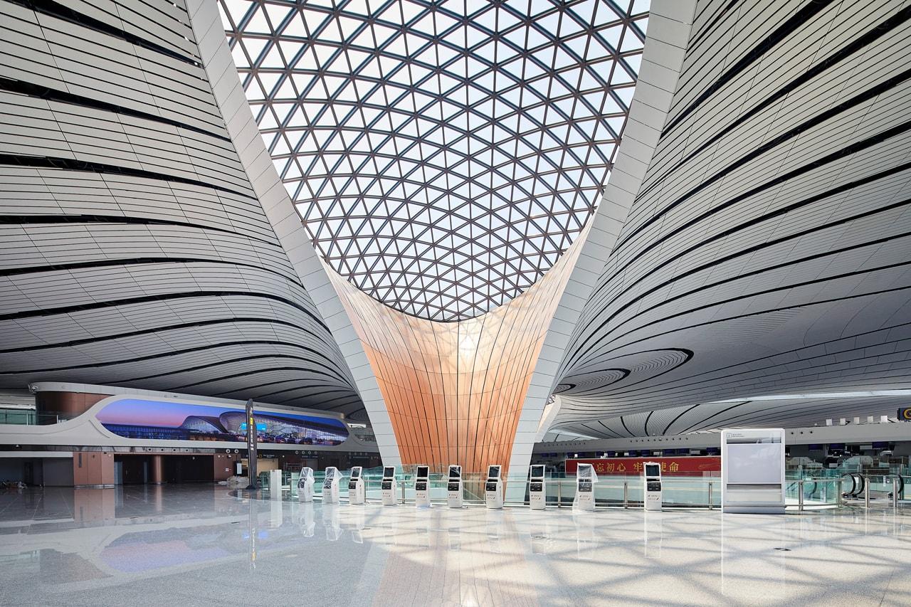 ザハ・ハディド Zaha Hadid Architects の設計した中国・北京の新空港『北京大興国際空港』が開港 zaha hadid architecture architects beijing daxing international airport ADP Ingenierie adpi starfish design china open