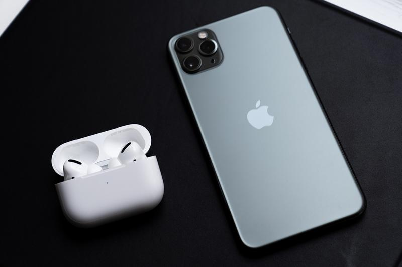 Apple AirPods Pro Closer Look Release info Date Buy on hands Review white color Active Noise Cancellation Adaptive EQ Transparency mode Charging Features