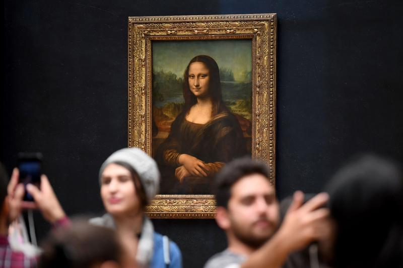 mona lisa beyond the glass virtual reality exhibition the louvre museum paris france paintings leonardo da vinci