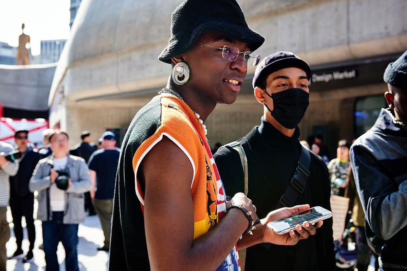 Seoul Fashion Week Spring/Summer 2020 Streetsnaps Street Fashion Streetwear Fall Clothing Outewear Coats Bold Prints Looks Photography Styling Sneakers style