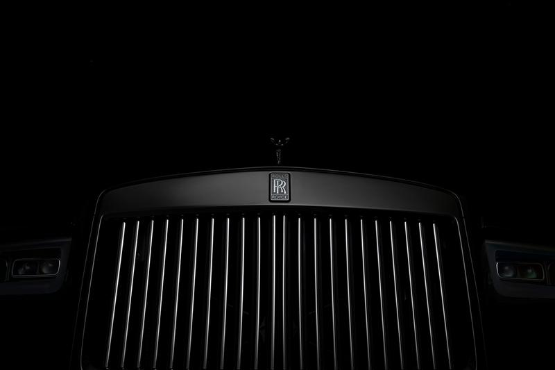 Rolls Royce Cullinan Black Badge 2019 SUV Sports Utility Vehicle Luxury Car 4x4 6.75-litre V12 engine 600 BHP 900 NM Torque Infinity lemniscate symbol Spirit of Ecstasy mascot Technical Carbon
