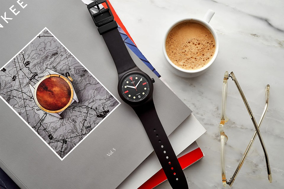 HODINKEE Returns to 1986 With Latest Swatch Collaboration