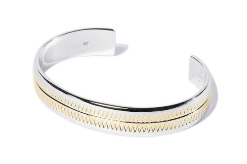 UNDERCOVER Applies Intricate Details Over Gold & Silver Bangles