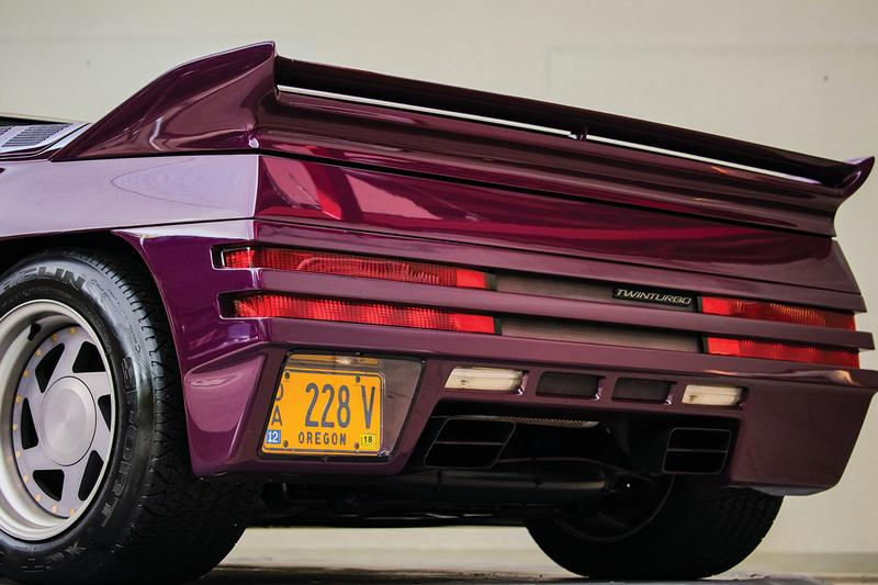 1991 Vector W8 Twin Turbo For Auction RM Sotheby's $300,000 - $450,000 USD Classic '90s Supercar 242 mph 0-60 MPH 3.9 Seconds One of 17 Production Models Super Limited Car News