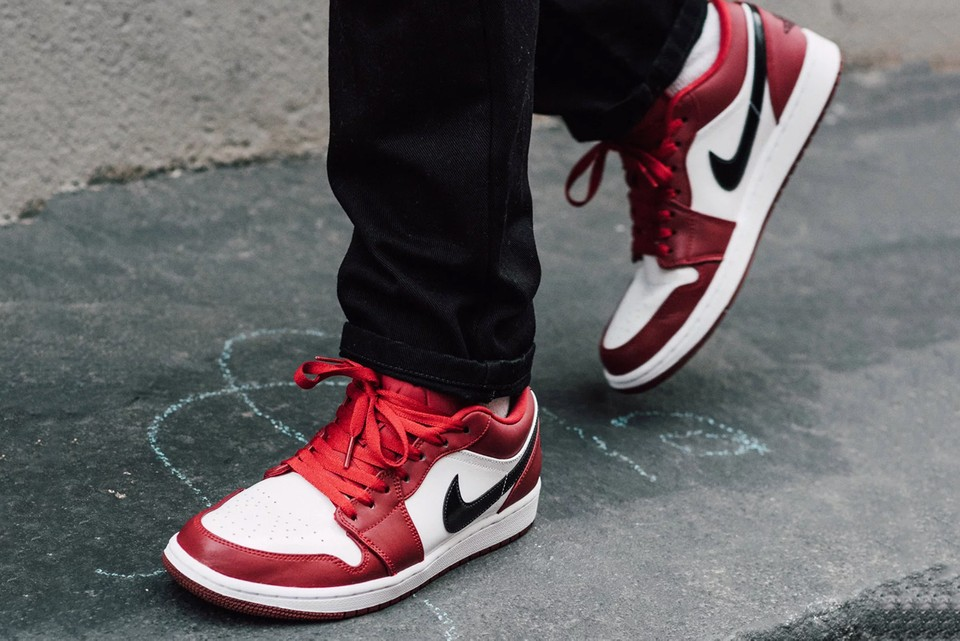 air jordan 1 mid chicago outfit