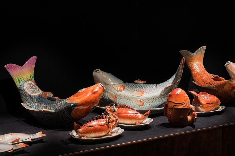 """Fondazione Prada """"The Porcelain Room"""" Exhibition Chinese Porcelain Plates Bowls Fish Lettuce Crabs Chickens"""