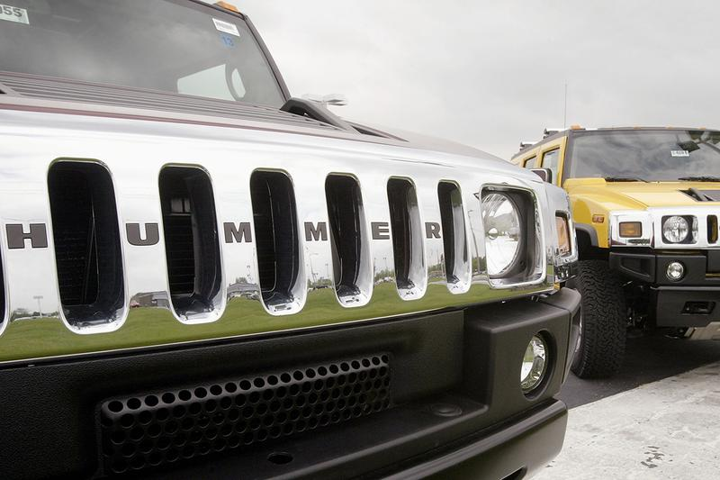 General Motors to Reintroduce Hummer With Electric Pickup Truck Cars EV Tesla CyberTruck Rival Automotive News Updates GM LeBron James Advertisement Promotion