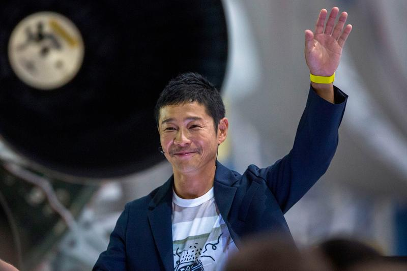 Japanese Billionaire To Give Away $9 Million To Twitter Followers Yusaku Maesaqa Tech Tycoon Lottery