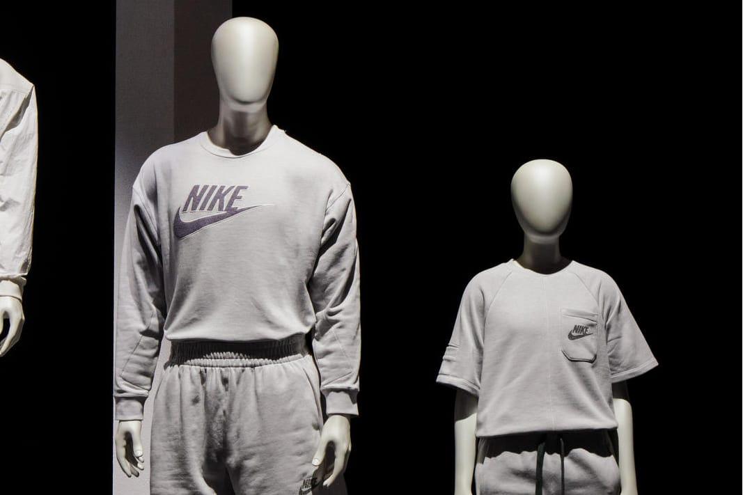 Nike \