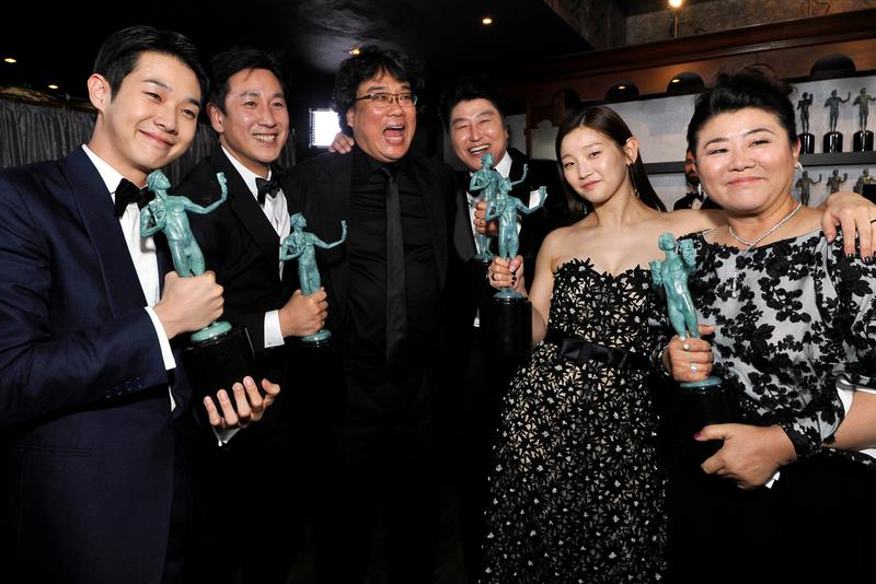 parasite bong joon ho best picture oscars academy awards hulu streaming service exclusive rights