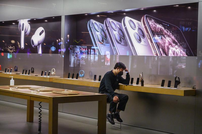 apple tim cook reopening reopens 42 stores shops china factories coronavirus fears outspread concerns