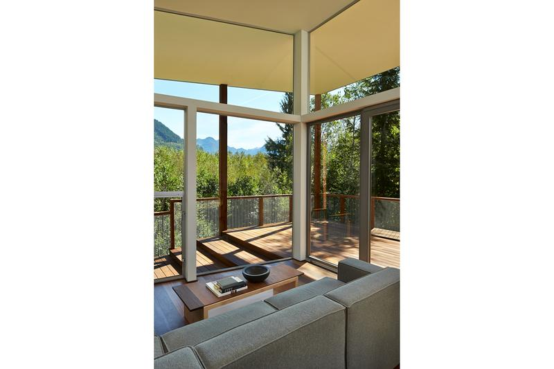 Bear Run Cabin David Coleman Architecture Marblemount Washington Cascade Mountains Green Polycarbonate Walls