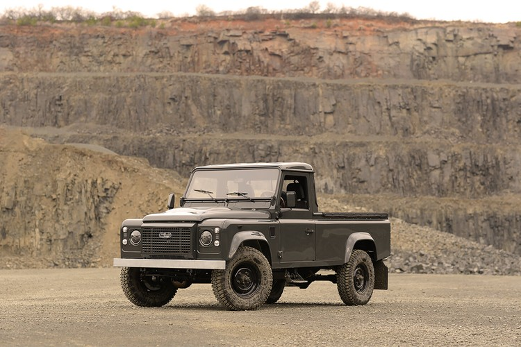 Commonwealth Classics Breathes New Life Into the 1990 Land Rover Defender 110