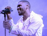 """Frank Ocean Releases Tracks """"Cayendo"""" and """"Dear April"""""""