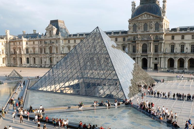 Louvre Closes Down Over Coronavirus Fears paris france museum ncov covid 19