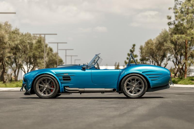 Superformance MKIII-R 1960 Shelby Cobra Custom Built Roadster Supercar Performance Automotive Engineering Ford V8 limited-slip differential Roush