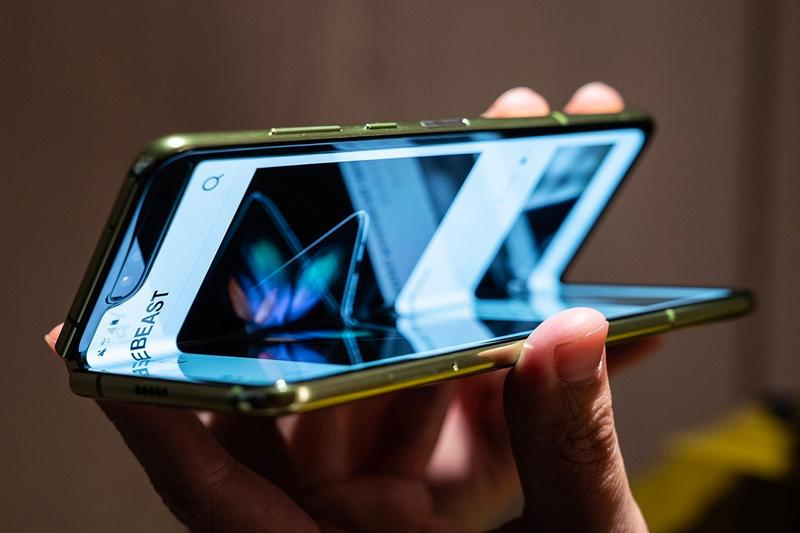 Samsung Galaxy Fold Lite Release Rumor smartphone sammobile ross young