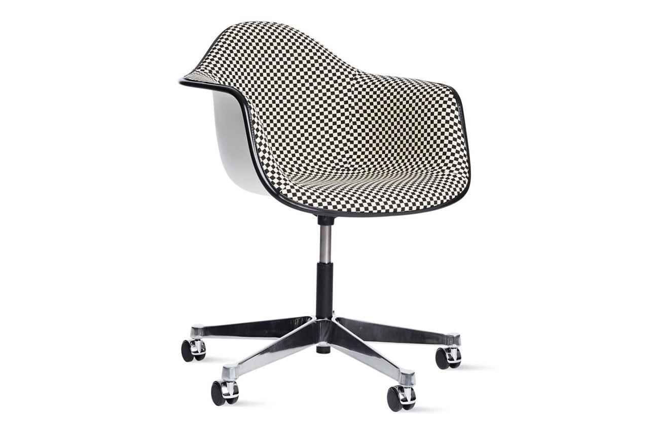 Herman Miller から新作イームズデスクチェアが登場 herman miller eames upholstered task chair colors patterns june 2020 design checkerboard hopsak black cobalt 100118756 Design Within Reach