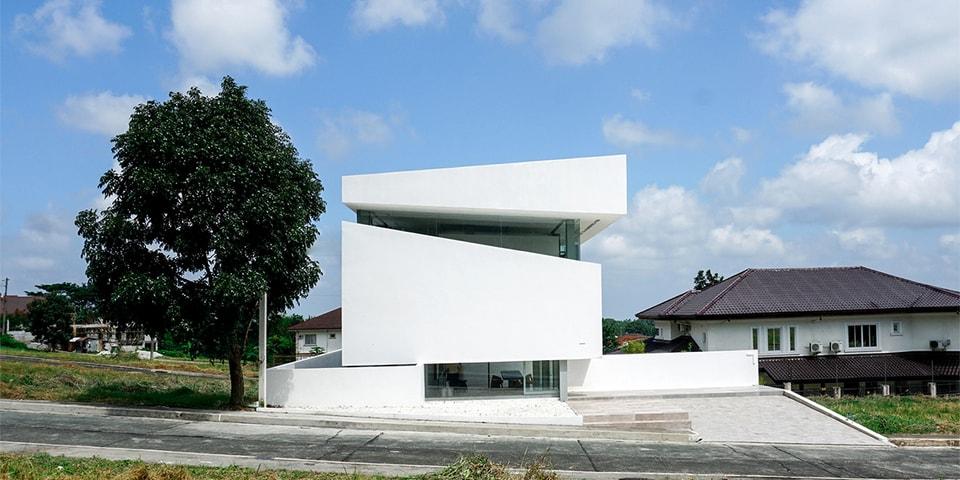 Two Large Horizontal Cuts Define Jim Caumeron Design's Tagaytay Retreat Home