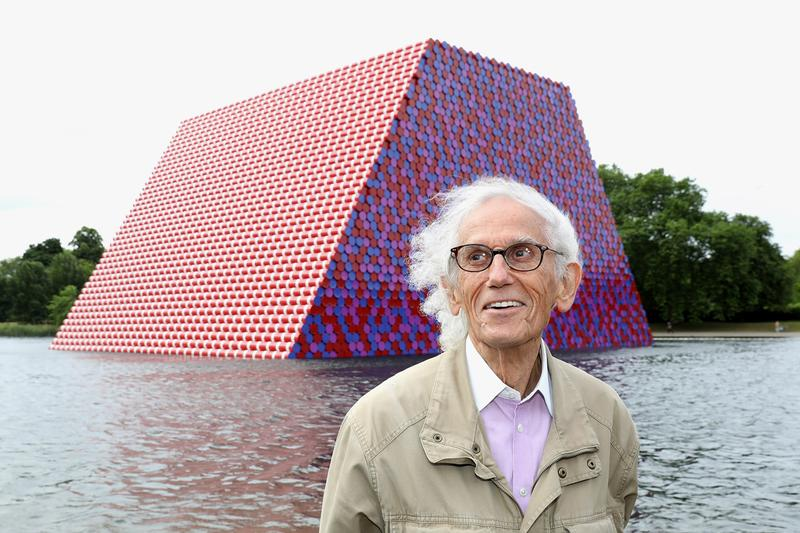 Christo Jeanne-Claude Serpentine Lake The London Mastaba Sculpture Painted Barrels Site-Specific Installations