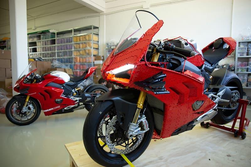 LEGO Technic Build 1:1 Ducati Panigale V4 Superbike 15,000 Bricks Design Italian Motorbikes Life Size 400 Hours MotoGP Desmosedici Stradale R  Riccardo Zangelmi