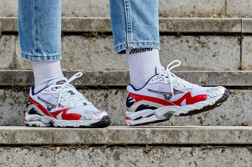 Mizuno Brings Back the Wave Rider 10 in OG Colorway