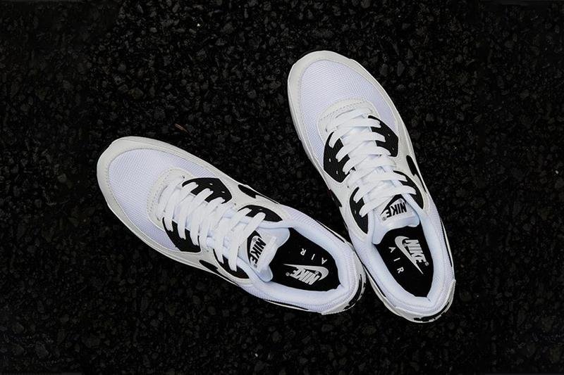 air max 90 white and black