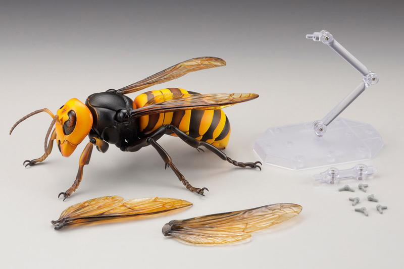 RevoGeo KAIYODO Giant Hornet Figure  Murder Hornet toys collectibles big bad toy store Wasps Bees inspects plastic toys