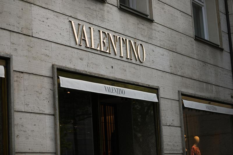valentino new york city store sue landlord rent coronavirus covid 19 closure fifth avenue
