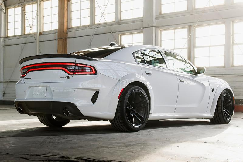 Dodge Charger SRT Hellcat Redeye American Muscle Car Supercar Family Four Door 797 HP 203 MPH Widebody Kit supercharged 6.2-liter HEMI high-output V-8