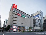 UNIQLO Owner Expects 50% Drop in Profit This Financial Year