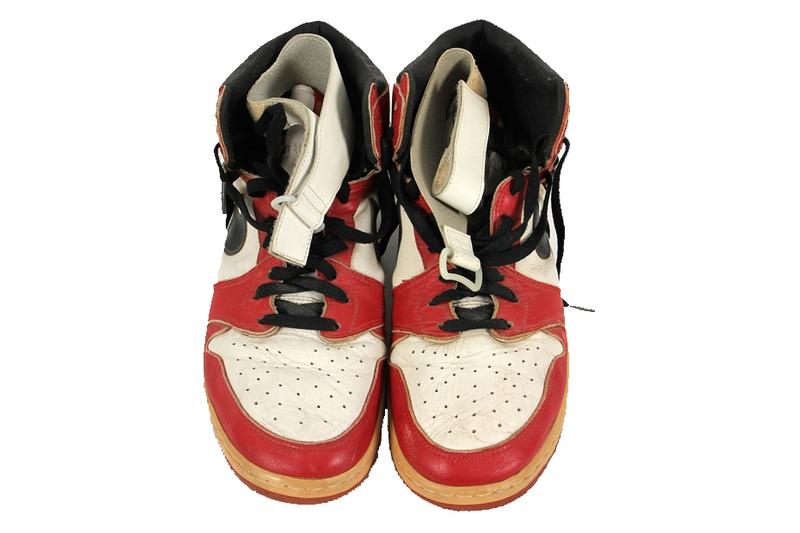 michael jordan air jordan 1 injury pe chicago black red white auction release date info photos price store list buying guide