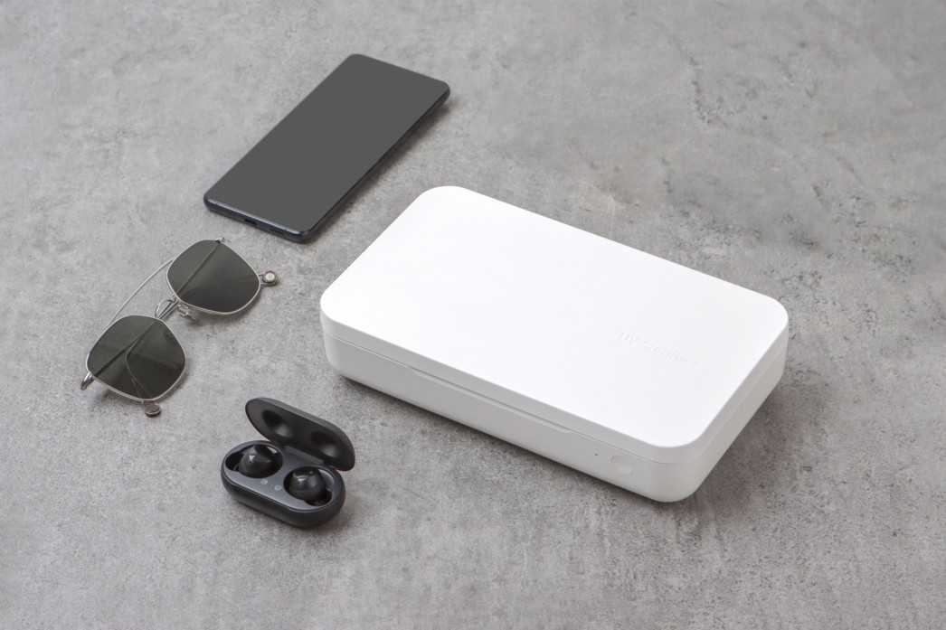 Samsung UV Sterilizer Wireless Charger sanitizer smartphones phones headphones earbuds germs bacteria clean disinfect qi charging glasses earbuds