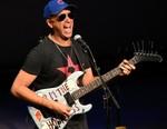 "Rage Against the Machine's Tom Morello Drops Video for Protest-Inspired Single ""Stand Up"" (UPDATE)"