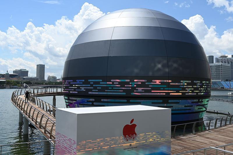 apple store singapore marina bay sands resort mall opening architecture floating water