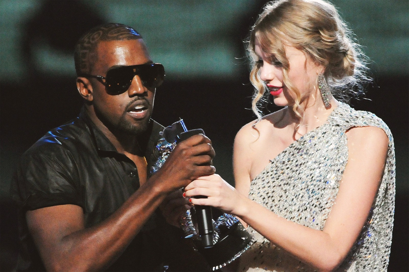 Taylor Swift Calls Out Donald Trump on Twitter Ineffective Leadership USPS Impeach Impeachment Kanye West Republican Democrat Birthday Party 45 President HYPEBEAST Music News Pop Star Bon Iver Country Election Vote Voter Suppression BLM BlackLivesMatter Black Lives Matter