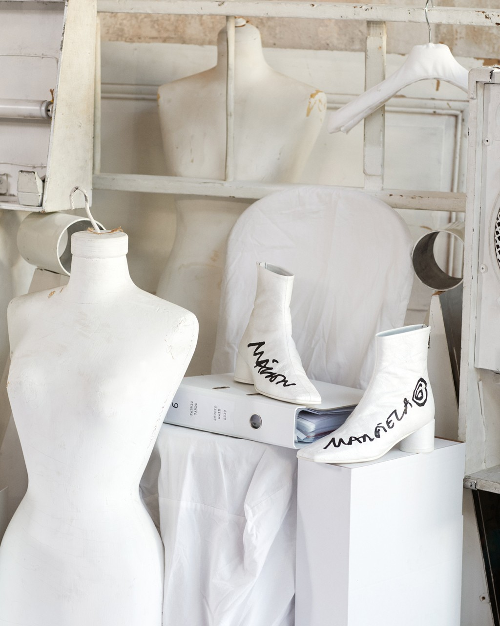 MM6 Maison Margiela Spring/Summer 2021 Collection lookbook ss21 martin menswear accessories tabi shoes sneakers womenswear runway show collaboration