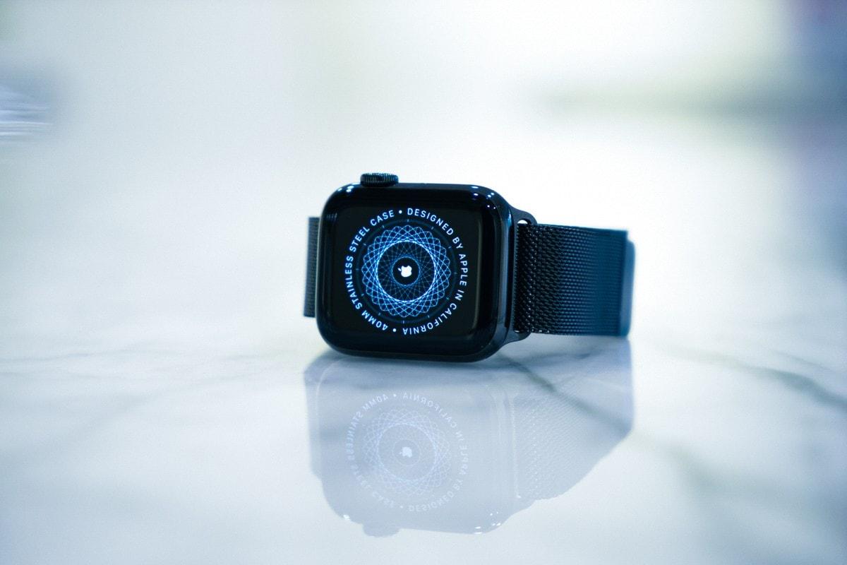 Apple Watch Series 6 Review WatchOS (PRODUCT) RED Apple Watch SE Geoff McFetridge A14 Solo Loop Braided Solo Loop