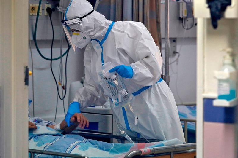 The Coronavirus Has Now Claimed Over 1 Million Lives COVID-19 death toll sick virus vaccine USA Brazil Lungs Masks Face Masks coughing