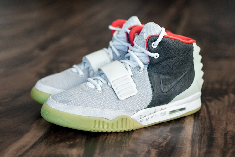 """<h2><span>Take Your Best Look Yet at the Nike Air Yeezy 2 """"Mismatch"""" Sample</span></h2>"""