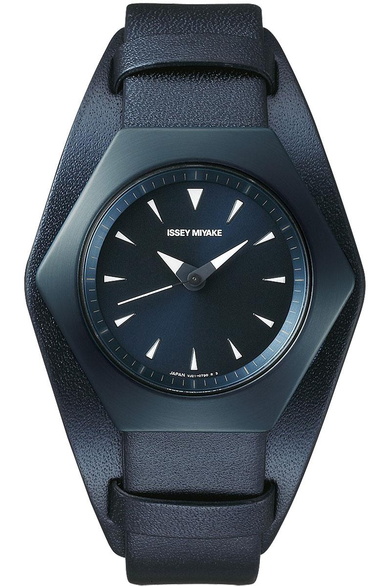 Issey Miyake Roku Konstantin Grcic Limited Edition navy leather color nyam702y watch release date 100 pieces