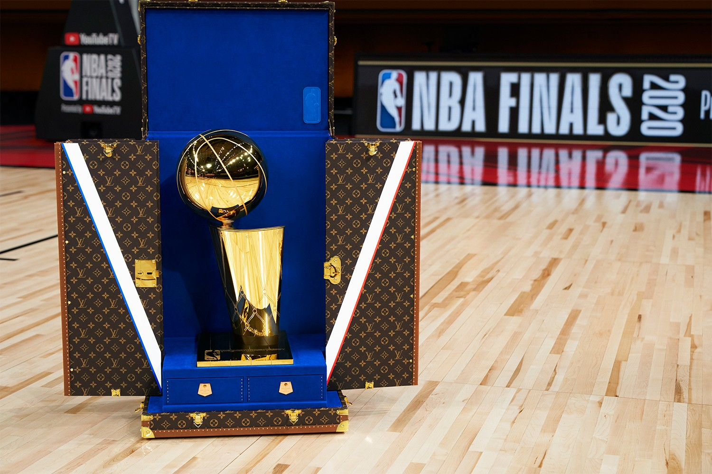 Louis Vuitton x NBA 最新聯名系列與歐布萊恩總冠軍獎盃旅行箱正式發佈