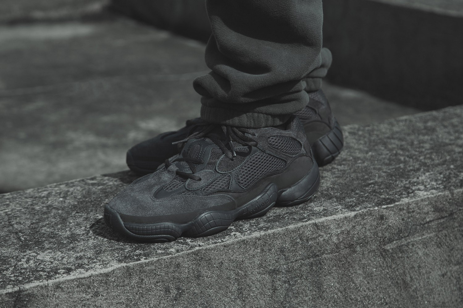 yeezy 500 black and white