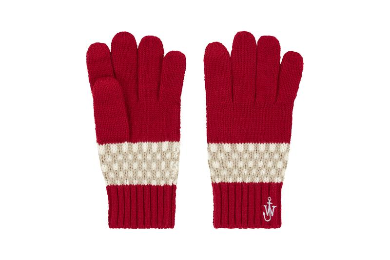 JW Anderson x UNIQLO Holiday 2020 Collection Festive Christmas Time Winter 2020 Accessories Kids Adult Jonathan Anderson knit caps snoods gloves socks HEATTECH